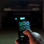 Sledovaním televízie priberáte!